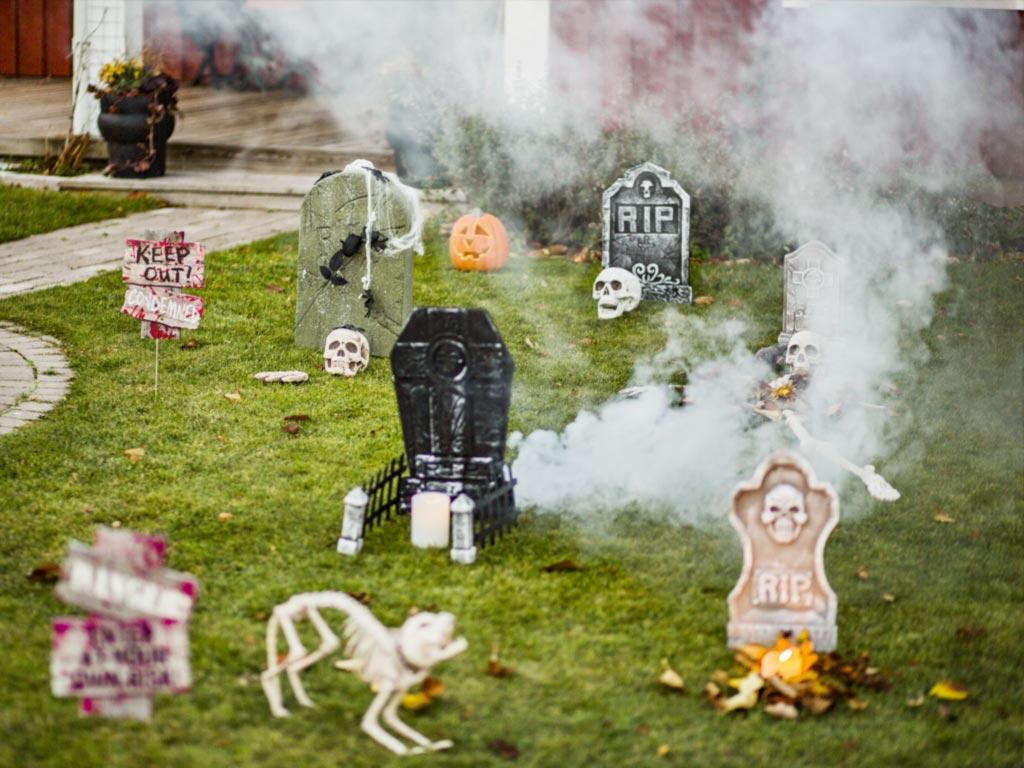 Fint till halloween med dekorationer ute & inne