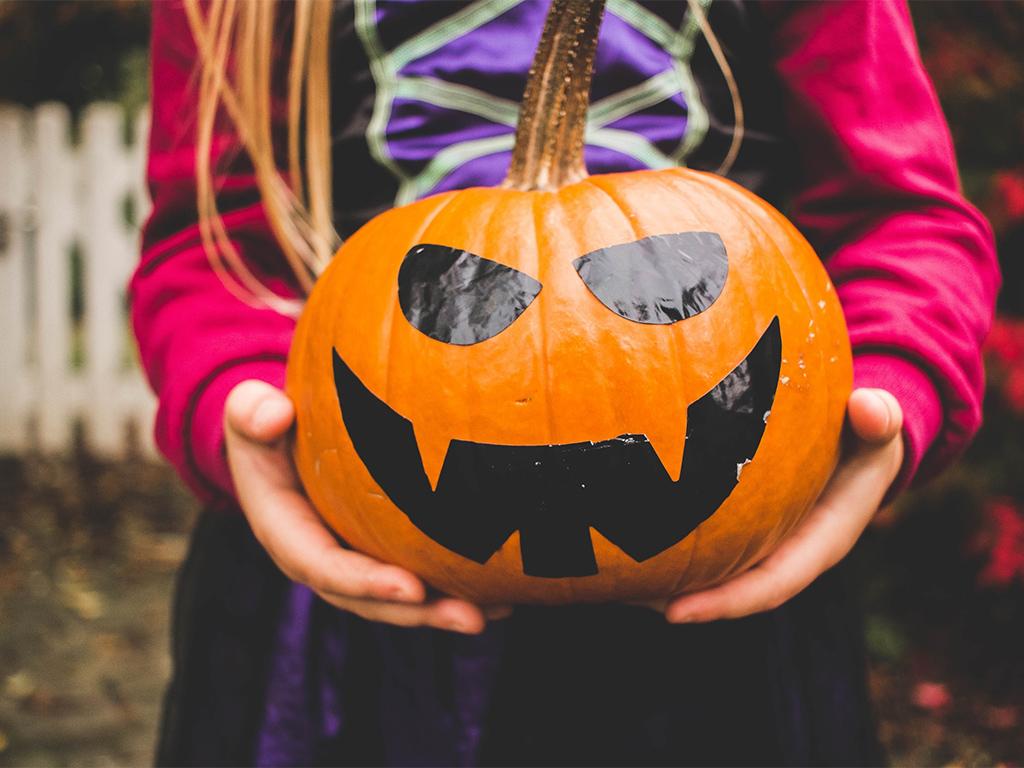 Läskig promenad på Halloween för barn